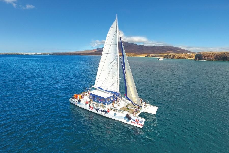 /images/econa/fields/1/com_content_article/119/i-love-papagayo-catamaran-lanzarote_1_L.jpg