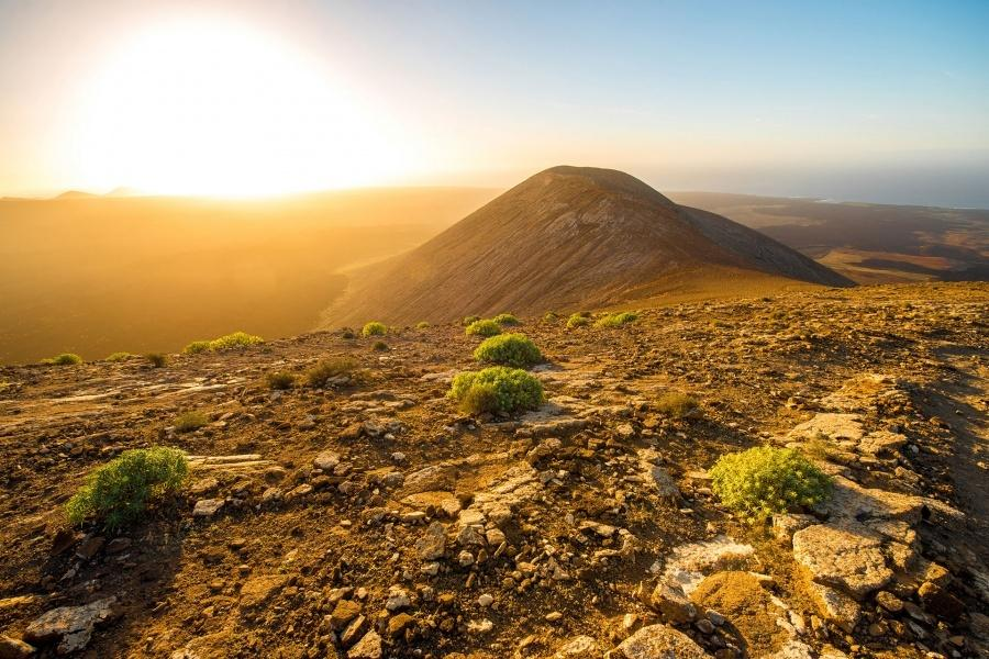 /images/econa/fields/3/com_content_article/133/lanzarote-volcano-south-tour_3_L.jpg